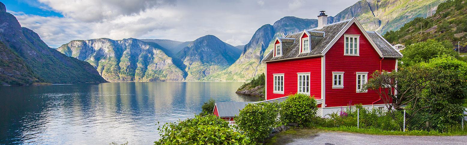 Risultati immagini per fiordi norvegesi